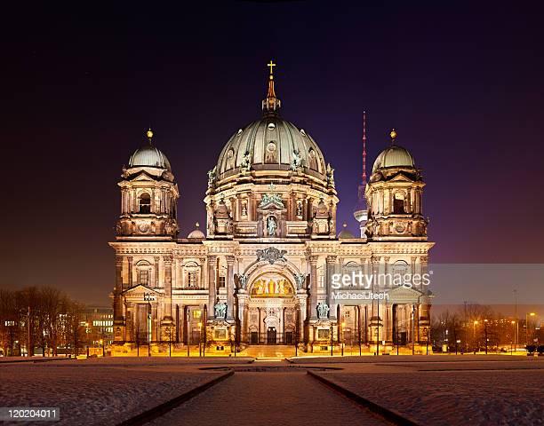 Berliner Kathedrale bei Nacht