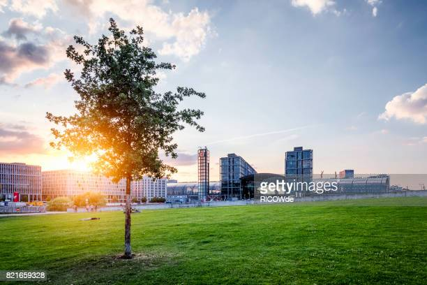 Berlin central station at Spreebogenpark and an amazing sunset