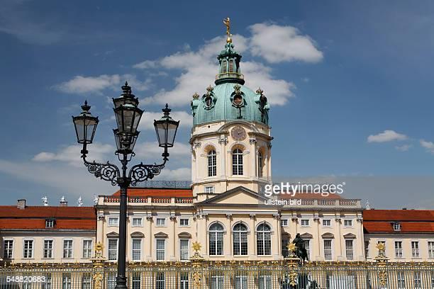 Berlin CharlottenburgWilmersdorf Schloss Charlottenburg Eingangsbereich und Laterne