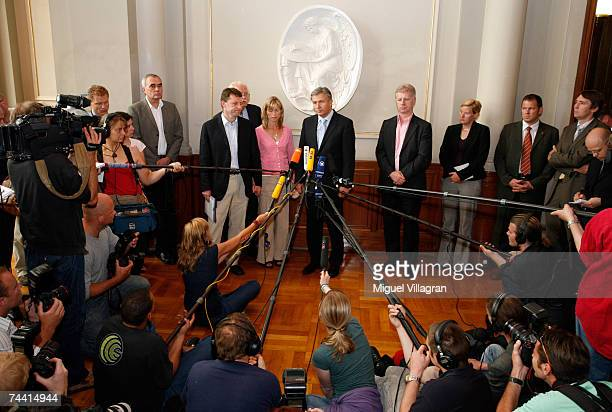 Berlin city mayor Klaus Wowereit and Kate and Gerry McCann the parents of the missing 4yearold British girl Madeleine McCann talk to the media on...