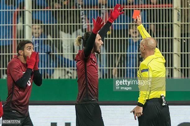 Berlin Deutschland U21 Laenderspiel Deutschland Tuerkei Schiedsrichter Amaury Delerue erteilt Irfan Kahveci die rote Karte Yusuf Yazici beschwert sich