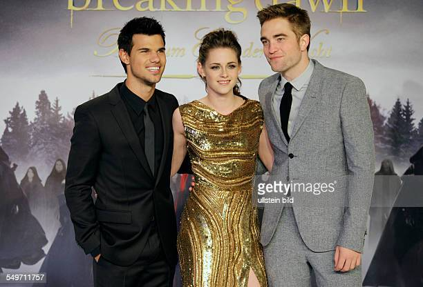 Berlin Deutschlandpremiere von 'Twilight Saga Breaking Dawn Part 2' Foto Taylor Lautner Kristen Stewart Robert Pattinson