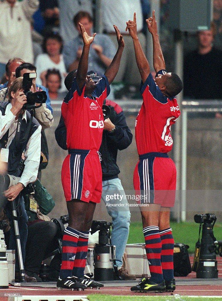 FINALE 2000 Berlin FC BAYERN MUENCHEN SV WERDER BREMEN 30 TORJUBEL 20 Samuel KUFFOUR PAULO SERGIO/BAYERN
