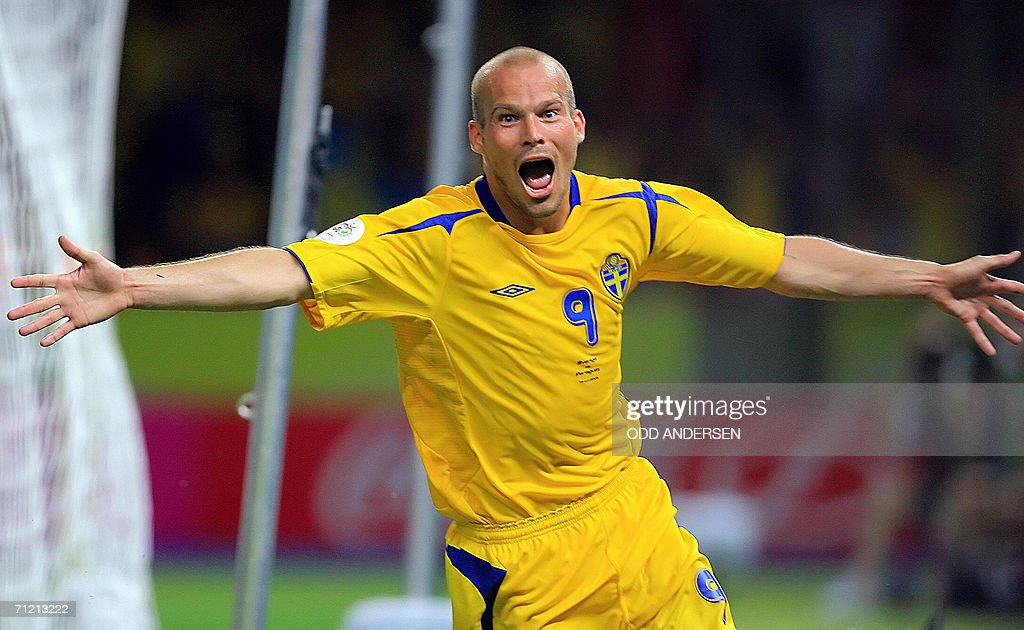Swedish midfielder Freddie Ljungberg celebrates after scoring a goal during the World Cup 2006 group B football game Sweden vs. Paraguay 15 June 2006 at Berlin stadium. AFP PHOTO ODD ANDERSEN