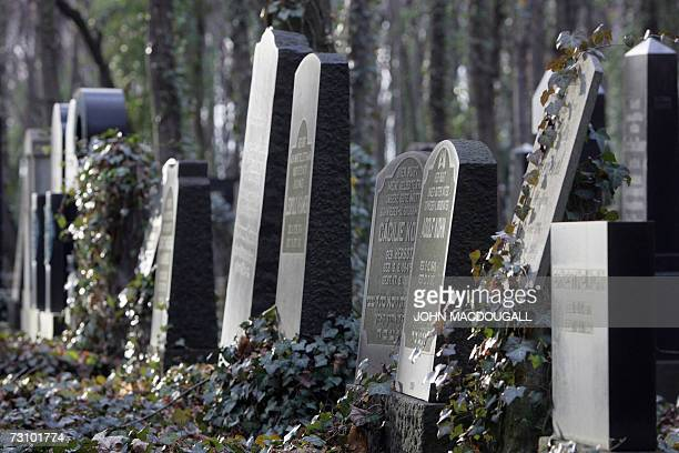 TO GO WITH AFP STORY by DEBORAH COLE FILES Tombstones stand in Berlin's Jewish cemetery in Weissensee 07 December 2006 Authorities are hoping the...
