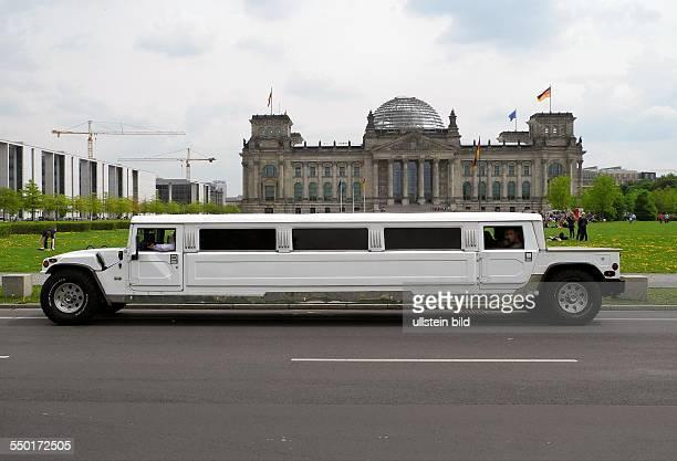 Berlin Hummer StretchLimousine am Platz der Republik vor dem Reichstag