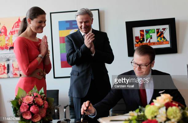 Berlin Mayor Klaus Wowereit and Crown Princess Victoria of Sweden applaud her husband Prince Daniel Duke of Vastergotland after signing the guest...