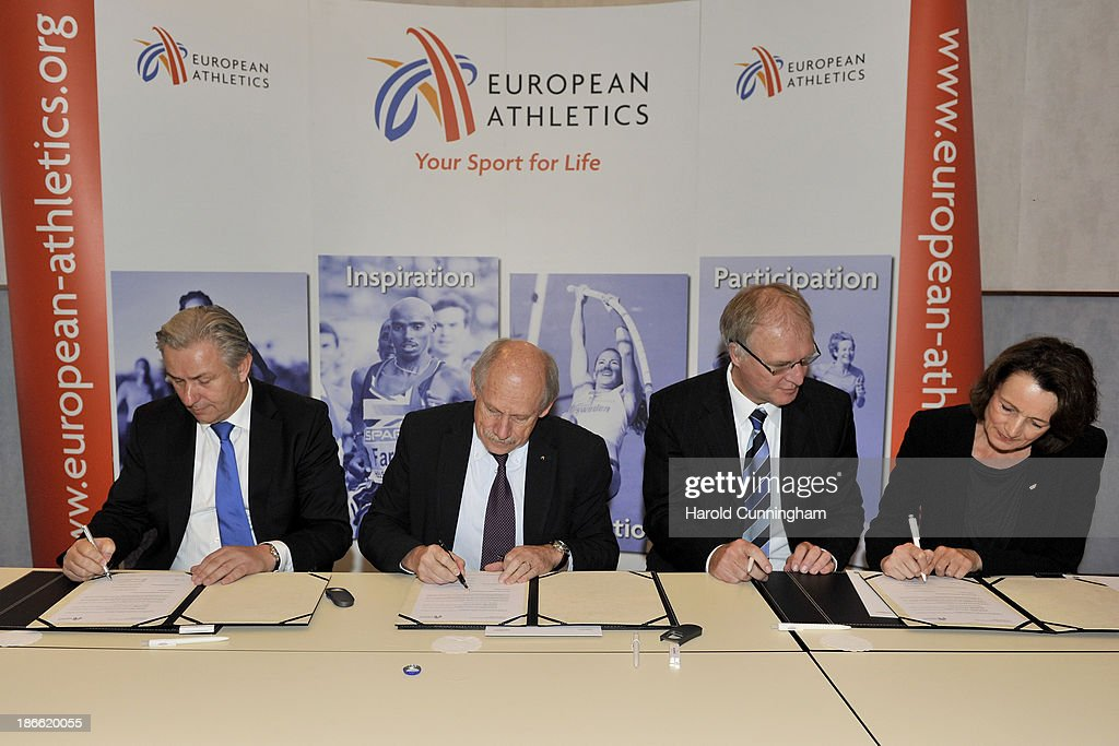 Berlin Mayor <a gi-track='captionPersonalityLinkClicked' href=/galleries/search?phrase=Klaus+Wowereit&family=editorial&specificpeople=213527 ng-click='$event.stopPropagation()'>Klaus Wowereit</a>, European Athletics President Hansjörg Wirz, DLV President Dr. Clemens Prokop, Vice President Dagmar Freitag sign the contract as Berlin is awarded the 2018 European Athletics Championships during the European Athletics event allocations as part the European Athletics council meeting on November 2, 2013 in Zurich, Switzerland.