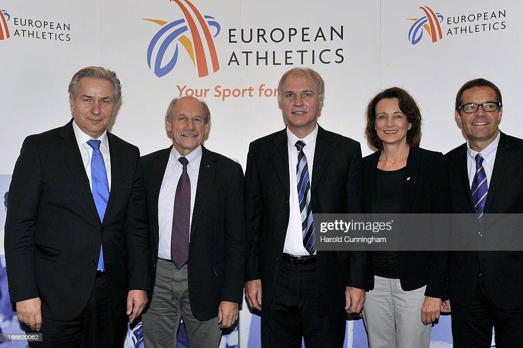 Berlin Mayor <a gi-track='captionPersonalityLinkClicked' href=/galleries/search?phrase=Klaus+Wowereit&family=editorial&specificpeople=213527 ng-click='$event.stopPropagation()'>Klaus Wowereit</a>, European Athletics President Hansjörg Wirz, DLV President Dr. Clemens Prokop, Vice President Dagmar Freitag and European Athletics Director General Christian Milz pose as Berlin is awarded the 2018 European Athletics Championships during the European Athletics event allocations as part the European Athletics council meeting on November 2, 2013 in Zurich, Switzerland.