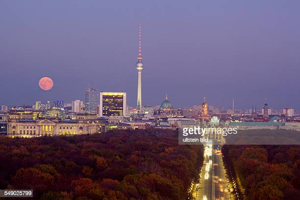 moonrise over Berlin center