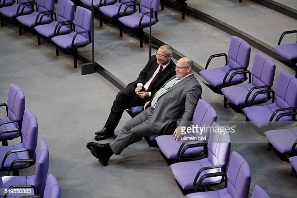 Berlin Plenum Bundestag / Haushalt Volker Beck Erster Parlamentarischer Geschäftsführer und Peter Altmaier Bundesminister für Umwelt Naturschutz und...