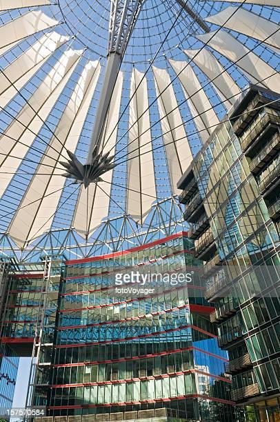 Berlin Posdamer Platz glänzende, moderne Architektur Sony Center, Deutschland
