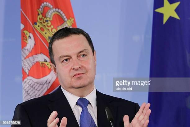 Berlin Pressekonferenz Außenminister FrankWalter Steinmeier trifft serbischen Außenminister Ivica Dacic Im Mittelpunkt des Gesprächs stehen neben den...