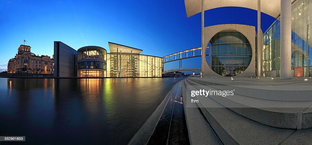 Berlin, Reichstag building and government district