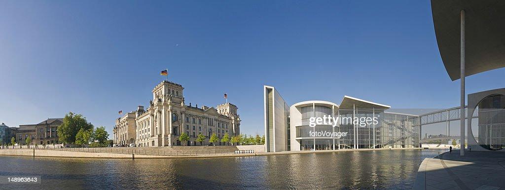 Berlin Reichstag Regierungsviertel Spree