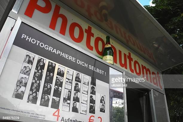 Berlin Rotkäppchen Sektflasche auf einem Photoautomaten