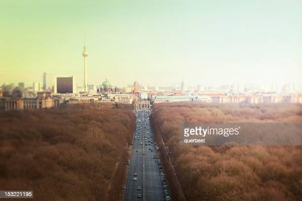 Berlin-Skyline mit Tiergarten und Fernsehturm