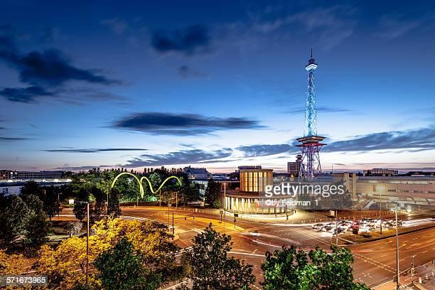Berliner Funkturm in der Abenddämmerung