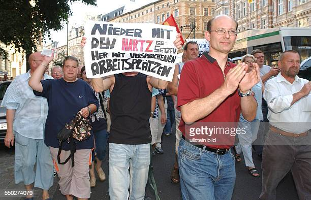 Berliner Montagsdemonstration gegen die Hartz IV Reformen in Berlin