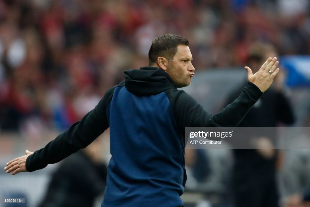 Berlin's Hungarian head coach Pal Dardai gestures from the sidelines during the German first division Bundesliga football match between Hertha Berlin and FC Bayern Munich in Berlin, on October 1, 2017. / AFP PHOTO / Odd