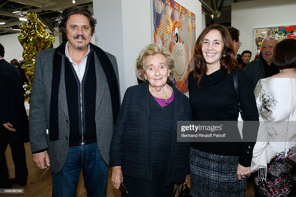 <a gi-track='captionPersonalityLinkClicked' href=/galleries/search?phrase=Bernadette+Chirac&family=editorial&specificpeople=206432 ng-click='$event.stopPropagation()'>Bernadette Chirac</a> standing between daughter of President of Cuba Raul Castro, Niece of Fidel Castro and activist for gay rights in Cuba, <a gi-track='captionPersonalityLinkClicked' href=/galleries/search?phrase=Mariela+Castro&family=editorial&specificpeople=4348590 ng-click='$event.stopPropagation()'>Mariela Castro</a> and her husband Paolo Titolo attend the 'Jeff Koons' Retrospective Exhibition : Opening Evening at Beaubourg on November 24, 2014 in Paris, France.