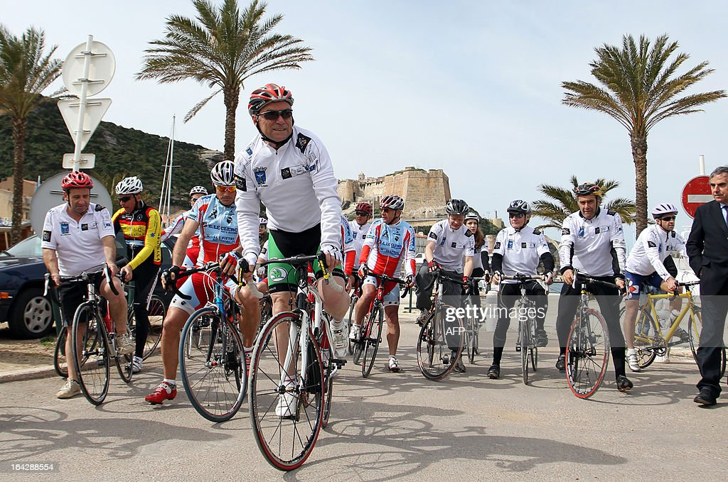 Bernard Hinault (C), French former cyclist champion and member of the directory board of the Tour de France cycling race, starts a 25 km ride on March 22, 2013 in Bonifacio, on the French Mediterranean island of Corsica, during an event to uncloak the countdown 100 days ahead of the race which will start from Porto-Vecchio, Corsica.