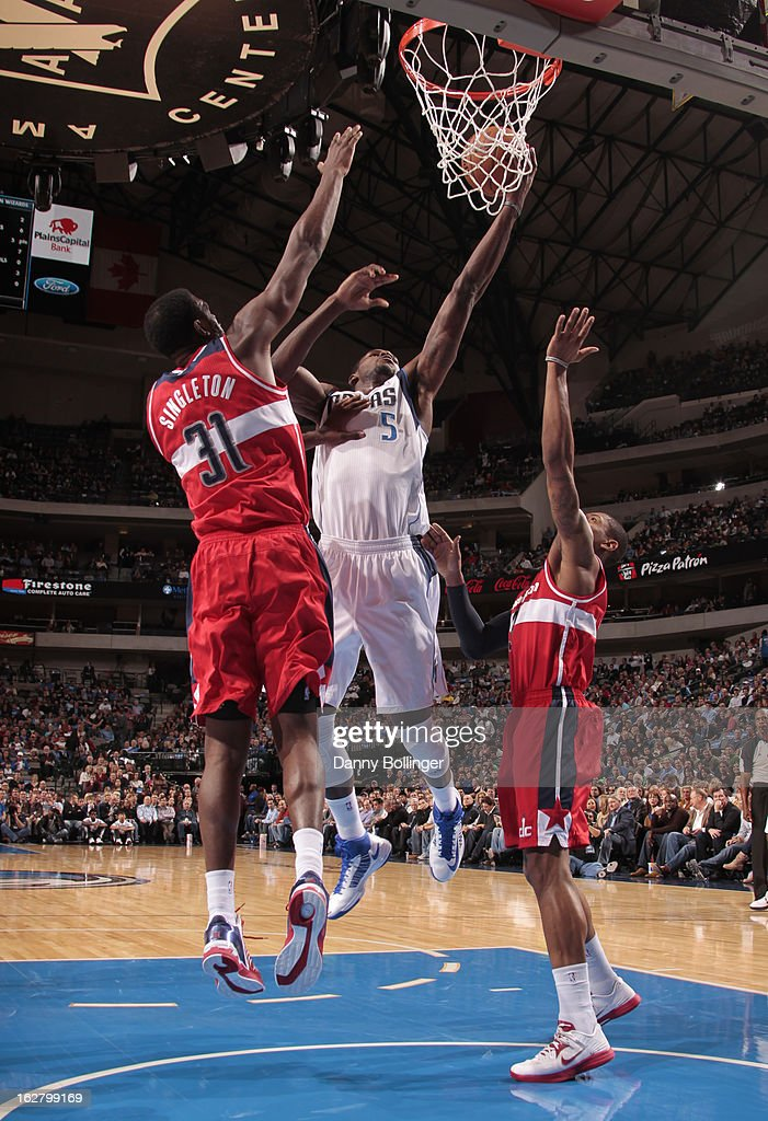 <a gi-track='captionPersonalityLinkClicked' href=/galleries/search?phrase=Bernard+James&family=editorial&specificpeople=7387529 ng-click='$event.stopPropagation()'>Bernard James</a> #5 of the Dallas Mavericks drives to the basket against the Washington Wizards on November 14, 2012 at the American Airlines Center in Dallas, Texas.