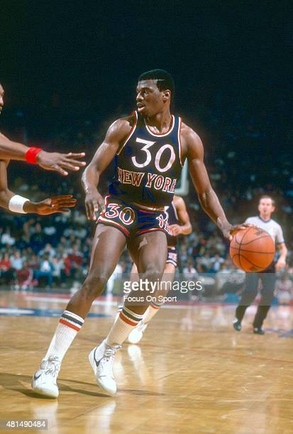 Bernard King of the New York Knicks dribbles the ball against the Washington Bullets during an NBA basketball game circa 1983 at the Capital Centre...