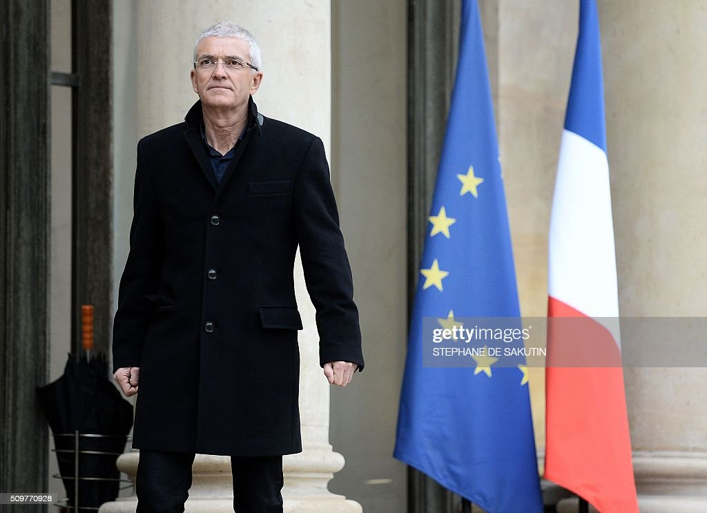 Bernard Lannes, president of the Rural Coordination, a farmer union, arrives for a meeting with France's Agriculture Minister and France's President at the Elysee Presidential Palace in Paris on February 12, 2016. / AFP / STEPHANE DE SAKUTIN