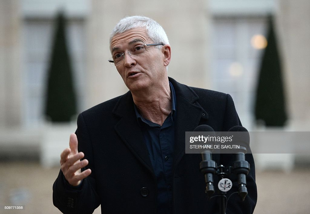 Bernard Lannes, president of the Rural Coordination, a farmer union, answers to journalists' questions after a meeting with France's Agriculture Minister and France's President at the Elysee Presidential Palace in Paris on February 12, 2016. / AFP / STEPHANE DE SAKUTIN