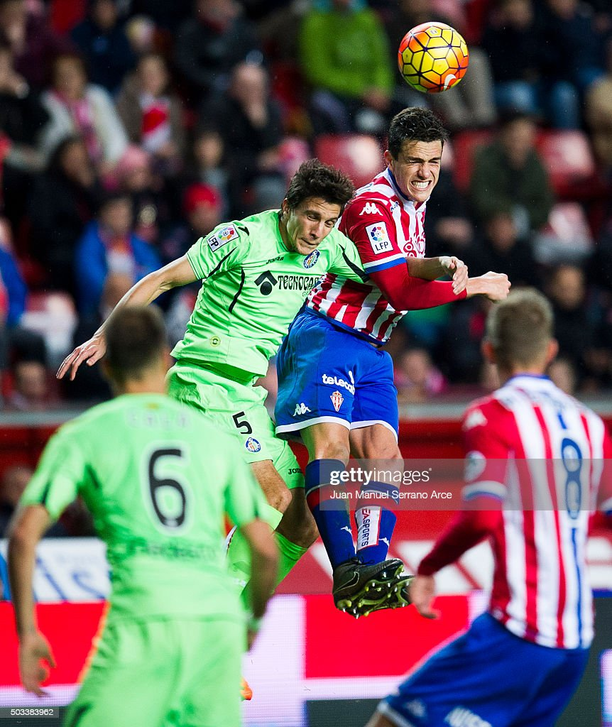 Bernardo Espinosa of Real Sporting de Gijon duels for the ball with Santiago Vergini of Getafe CF during the La Liga match between Real Sporting de Gijon and Getafe CF at Estadio El Molinon on January 4, 2016 in Gijon, Spain.