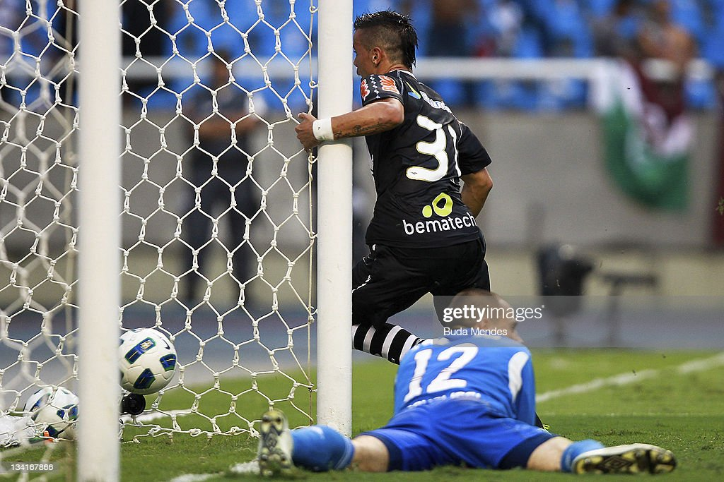 Bernardo of Vasco da Gama scores againist Goalkeeper <a gi-track='captionPersonalityLinkClicked' href=/galleries/search?phrase=Diego+Cavalieri&family=editorial&specificpeople=5441023 ng-click='$event.stopPropagation()'>Diego Cavalieri</a> of Fluminense during a match as part of Serie A 2011 at Engenhao stadium on November 27, 2011 in Rio de Janeiro, Brazil.