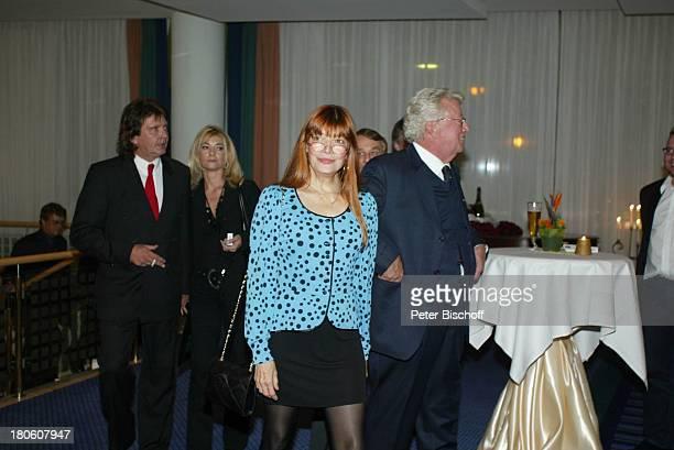 Bernd Clüver mit Ehefrau Anja ClüverHörnich Katja Ebstein Dieter Thomas Heck After Show Party Verleihung der 'Goldenen Stimmgabel 2002' 'Dorint'...