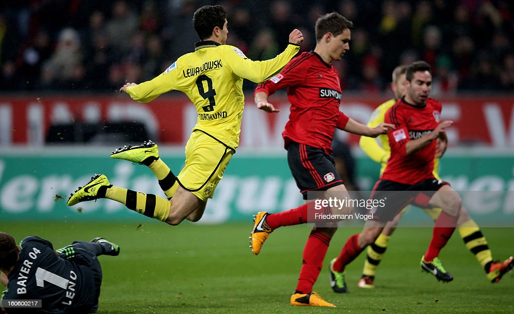 Bernd Leno (L) of Leverkusen and Robert Lewandowski (C) of Dortmund battle for the ball during the Bundesliga match between Bayer 04 Leverkusen and Borussia Dortmund at BayArena on February 3, 2013 in Leverkusen, Germany.