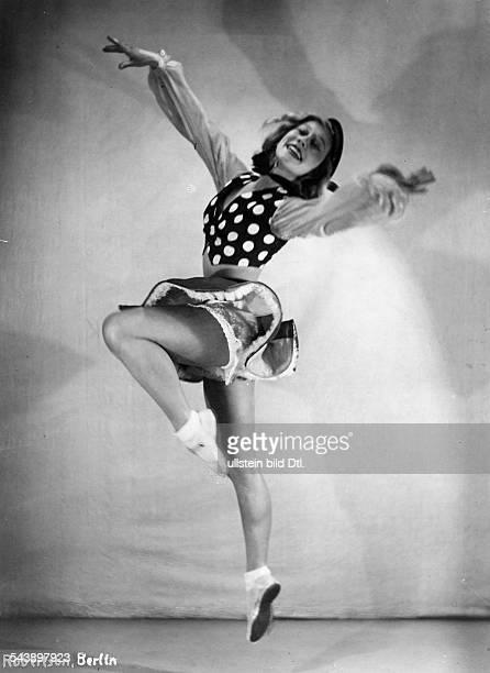 Berndt Marga Dancer Germany*23619111242008dancing scene from the MatrayBallett 'La Scala' ca 1932 Photographer Hans Robertson / Atelier Robertson...