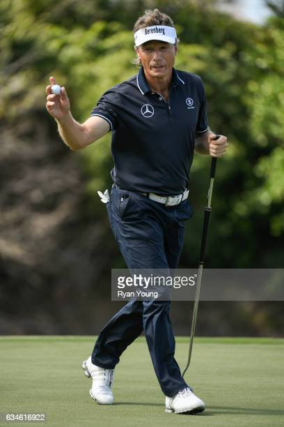 Bernhard Langer acknowledges the crowd after making a putt on the eighth green during the first round of the PGA TOUR Champions Allianz Championship...
