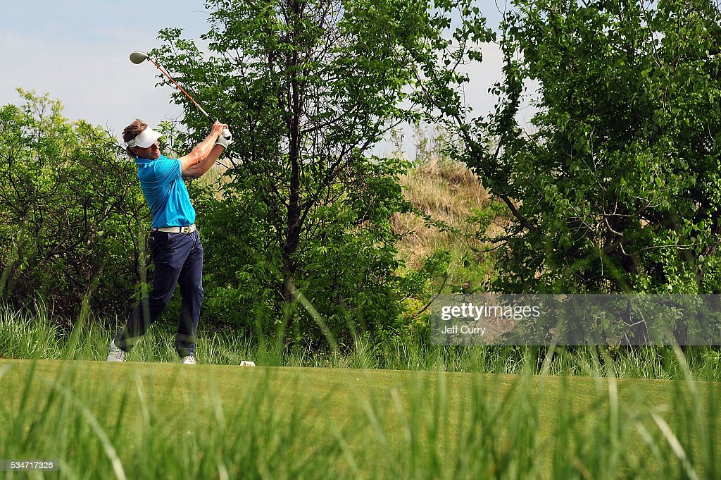 <a gi-track='captionPersonalityLinkClicked' href=/galleries/search?phrase=Bernhard+Langer&family=editorial&specificpeople=167071 ng-click='$event.stopPropagation()'>Bernhard Langer</a> of Germany tees off at the ninth hole during the second round 2016 Senior PGA Championship presented by KitchenAid at the Golf Club at Harbor Shores on May 27, 2016 in Benton Harbor, Michigan.