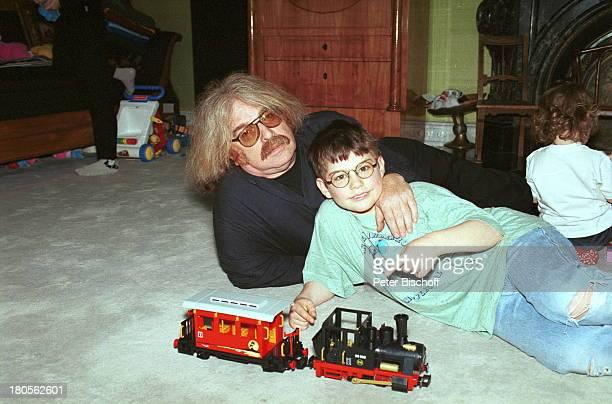 Bernhard Paul Sohn Adrian Tochter LilianRose Homestory Winterquartier KölnKinderzimmer Eisenbahn Zug Brille