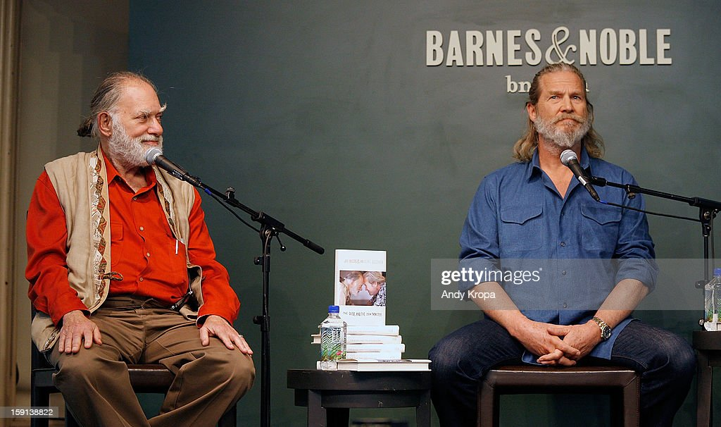 Bernie Glassman and <a gi-track='captionPersonalityLinkClicked' href=/galleries/search?phrase=Jeff+Bridges&family=editorial&specificpeople=201735 ng-click='$event.stopPropagation()'>Jeff Bridges</a> visit Barnes & Noble Union Square on January 8, 2013 in New York City.