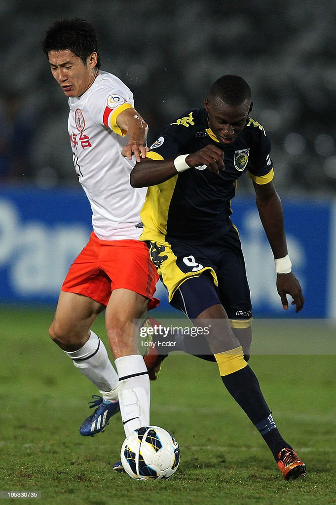 Bernie Ibinie of the Mariners contests the ball against Yu Hai of Guizhou during the AFC Asian Champions League match between the Central Coast Mariners and Guizhou at Bluetongue Stadium on April 3, 2013 in Gosford, Australia.