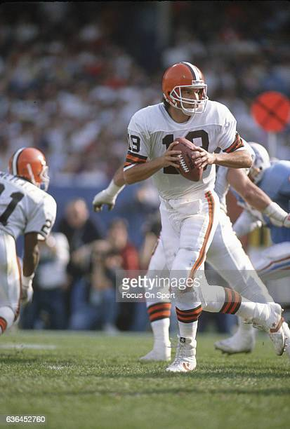 Bernie Kosar of the Cleveland Browns drops back to pass against the Houston Oilers during an NFL Football game October 29 1989 at Cleveland Municipal...