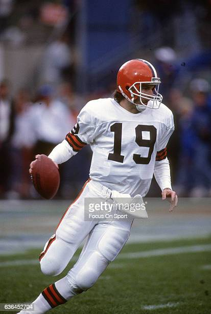 Bernie Kosar of the Cleveland Browns looks to throw a pass against the Denver Broncos during an NFL Football game circa 1989 at Mile High Stadium in...