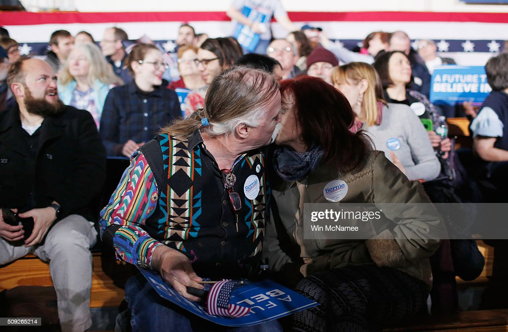 Bernie Sanders' supporters John Gurney and Lisette Lux kiss while waiting for the Democratic presidential candidate's New Hampshire Primary Night watch party to begin February 9, 2016 in Concord, New Hampshire.