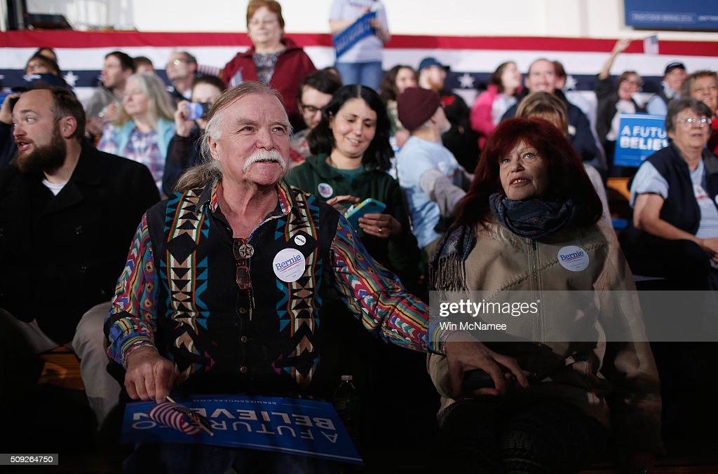 Bernie Sanders' supporters John Gurney and Lisette Lux wait for the Democratic presidential candidate's New Hampshire Primary Night watch party to begin February 9, 2016 in Concord, New Hampshire.