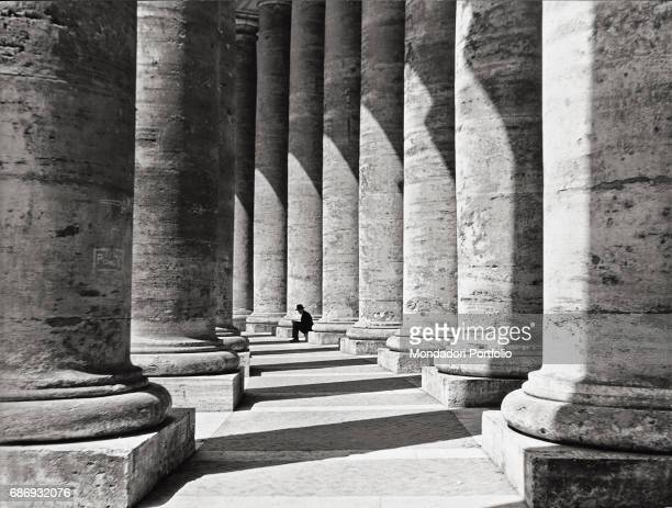 Bernini's colonnade in St Peter's Square This picture is taken from the monography 'Mario De Biasi Il mio sogno Š qui' curated by Enrica Vigan•...