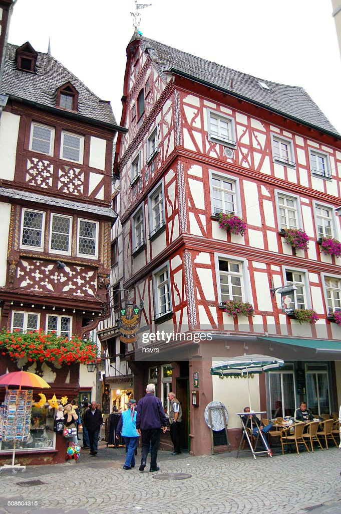 Bernkastel-Kues no Vale do Mosel : Foto de stock