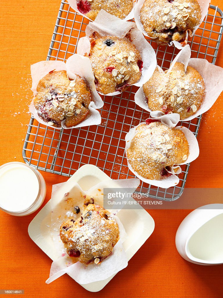 Berry oat muffins on cooling rack : Stock Photo