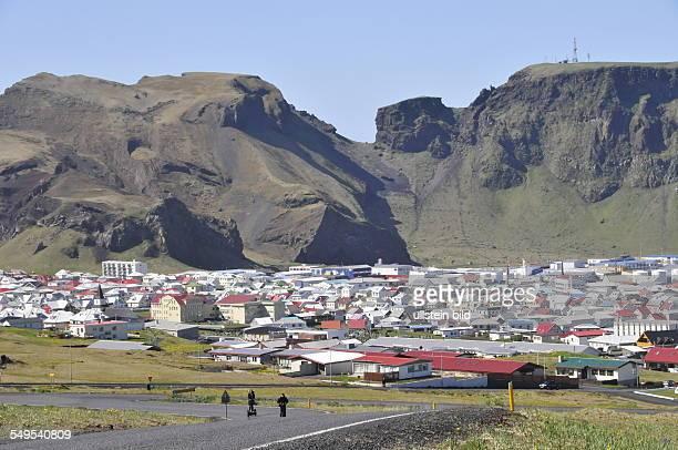 Übersicht der Kleinstadt Heimaey aufgenommen am 28 Mai 2012 auf der Hauptinsel Heimaey Von den 15 Island im Süden vorgelagerten WestermännerInseln...