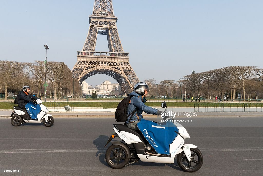 rent an electric scooter service to be launched in summer 2016 in paris getty images. Black Bedroom Furniture Sets. Home Design Ideas