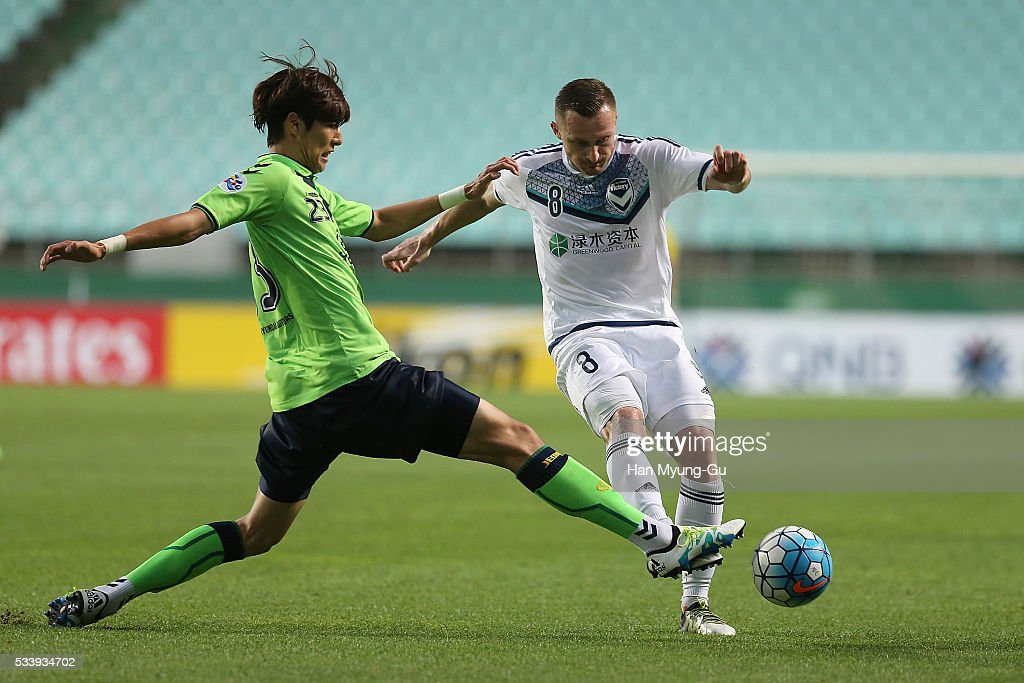 Besart Berisha of Melbourne Victory and Choi Kyu-Baek of Jeonbuk Hyundai Motors compete for the ball during the AFC Champions League Round Of 16 match between Jeonbuk Hyundai Motors and Melbourne Victory at Jeonju World Cup Stadium on May 24, 2016 in Jeonju, South Korea.